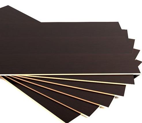 Фанера-9мм ламинированная  Россия 1,22*2,44 плиттера